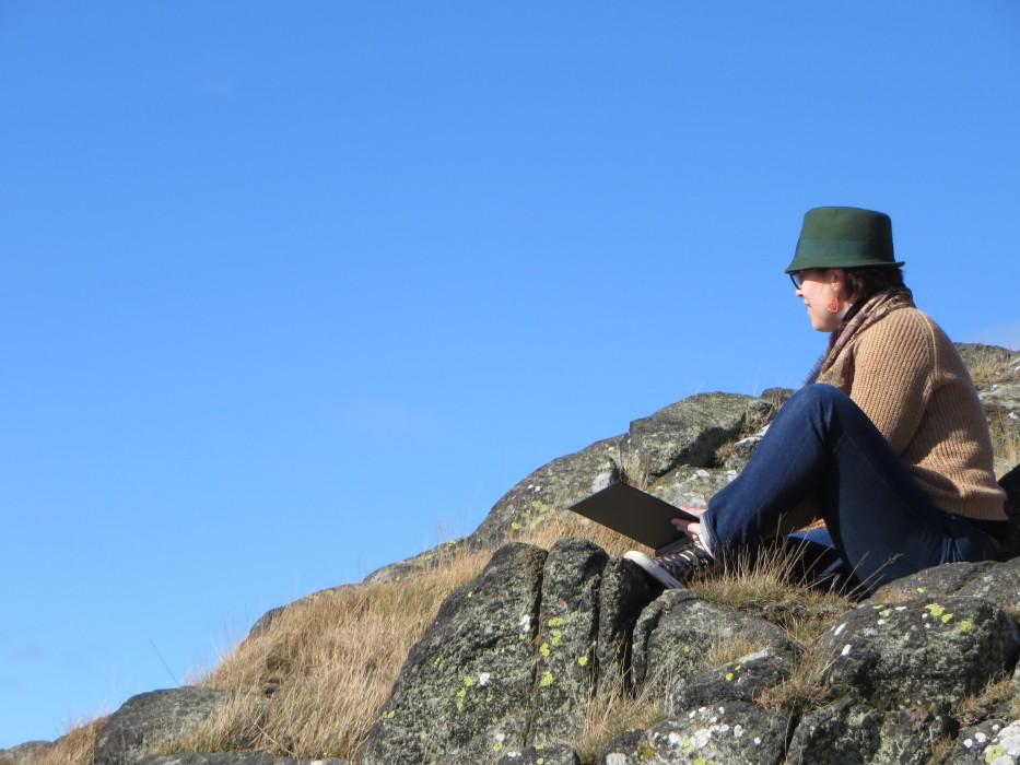 Sketching on Arthur's Seat | Ellen Says Hola | Travel Blog