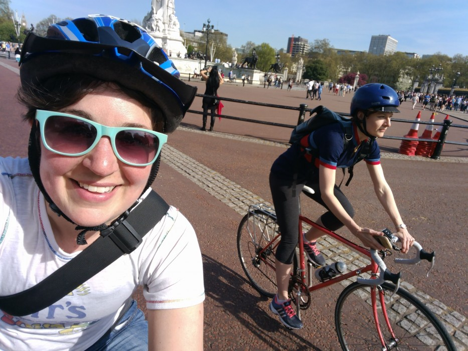 Ellen and Sasha cycle near Buckingham Palace