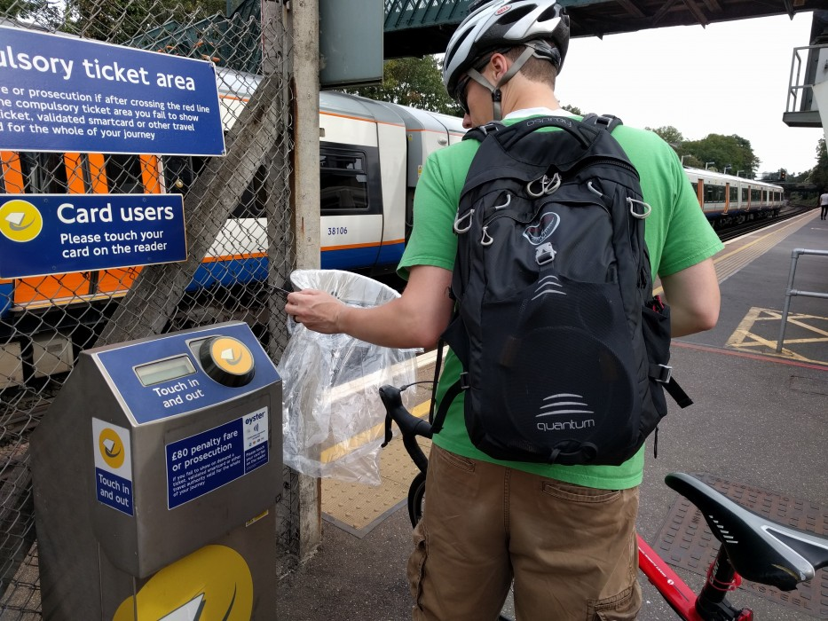 oyster card tap in at wandsworth road overground with bikes